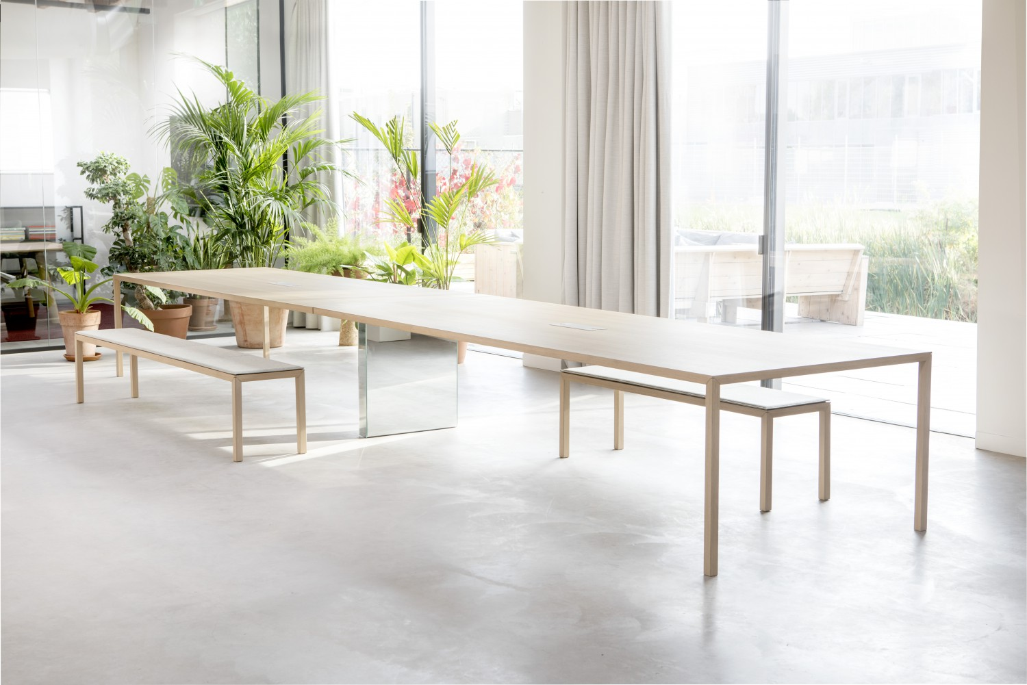 Arco - Slim plus connected table